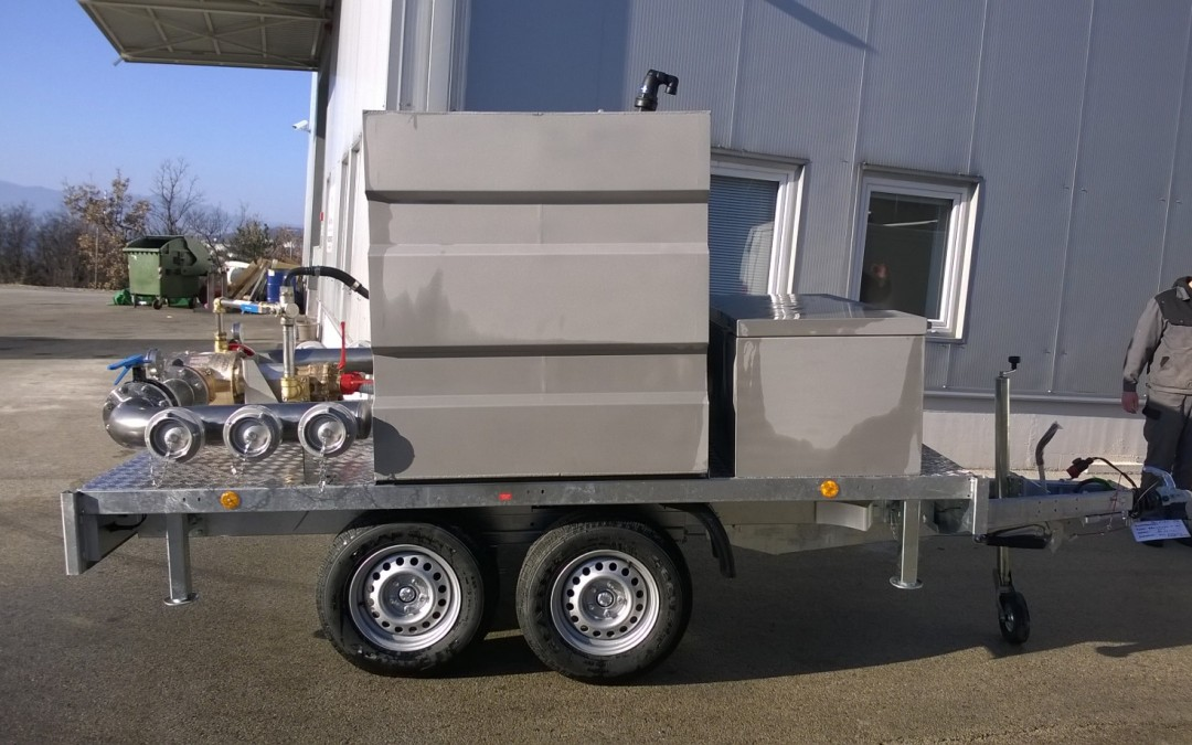 Trailer with foam mixing unit
